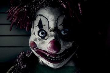 poltergeist-clown-poster-bg