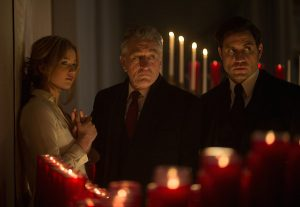 Edgar Ramirez, Jennifer Lawrence and Robert De Niro in JOY.