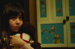 Avin Manshadi as the daughter Dorsa in Under the Shadow