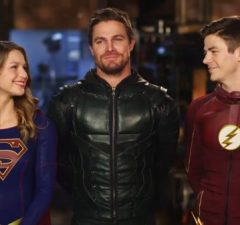 the-cw-dc-series-crossover-has-fans-hyped-supergirl-the-flash-and-green-arrow-team-up