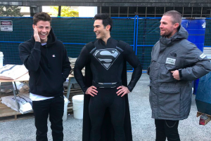 SUPERMAN'S BLACK SUIT IN CW CROSSOVER