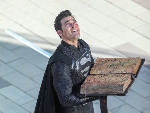 CW CROSSOVER: Superman Booked It!!